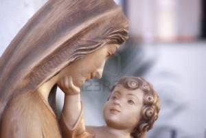 11539964-close-up-della-vergine-maria-e-gesu-bambino
