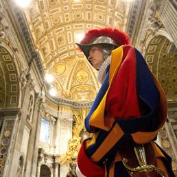 vaticano-guardia-svizzera-ansa-258
